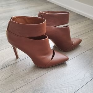 BCBG Booties Boots size 10 US / 40 EUR Leather